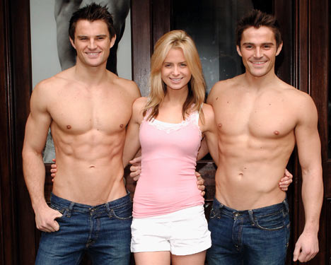 Abercrombie%20&%20Fitch%20in-store%20models.jpg